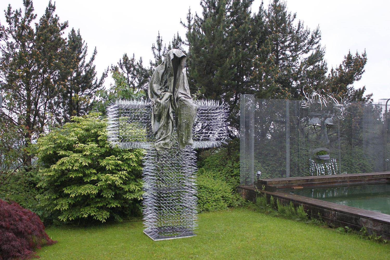 T-Guardians-Manfred-Kielnhofer-Christoph-Luckeneder-contemporary-art-design-sculpture-architecture-statue-light-art-biennial-festival 1700