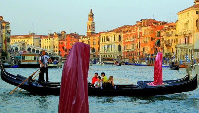 gondola-ride-venice-la biennale  art arts arte kielnhofer-contemporary-public-light-art