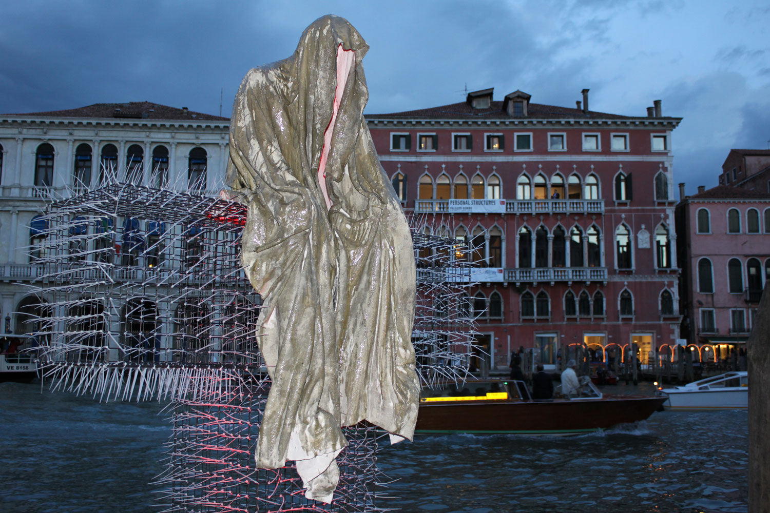 public-biennale-de-arte-venezia-italy-christoph-luckeneder-manfred-kielnhofer-t-guardians-sculpture-art-arts-2011