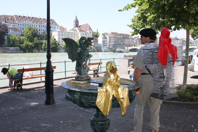 T-Guardian-scope-show-art-basel-fair-contemporary-art-sculpture-cross-manfred-kielnhofer-christoph-luckeneder-3750
