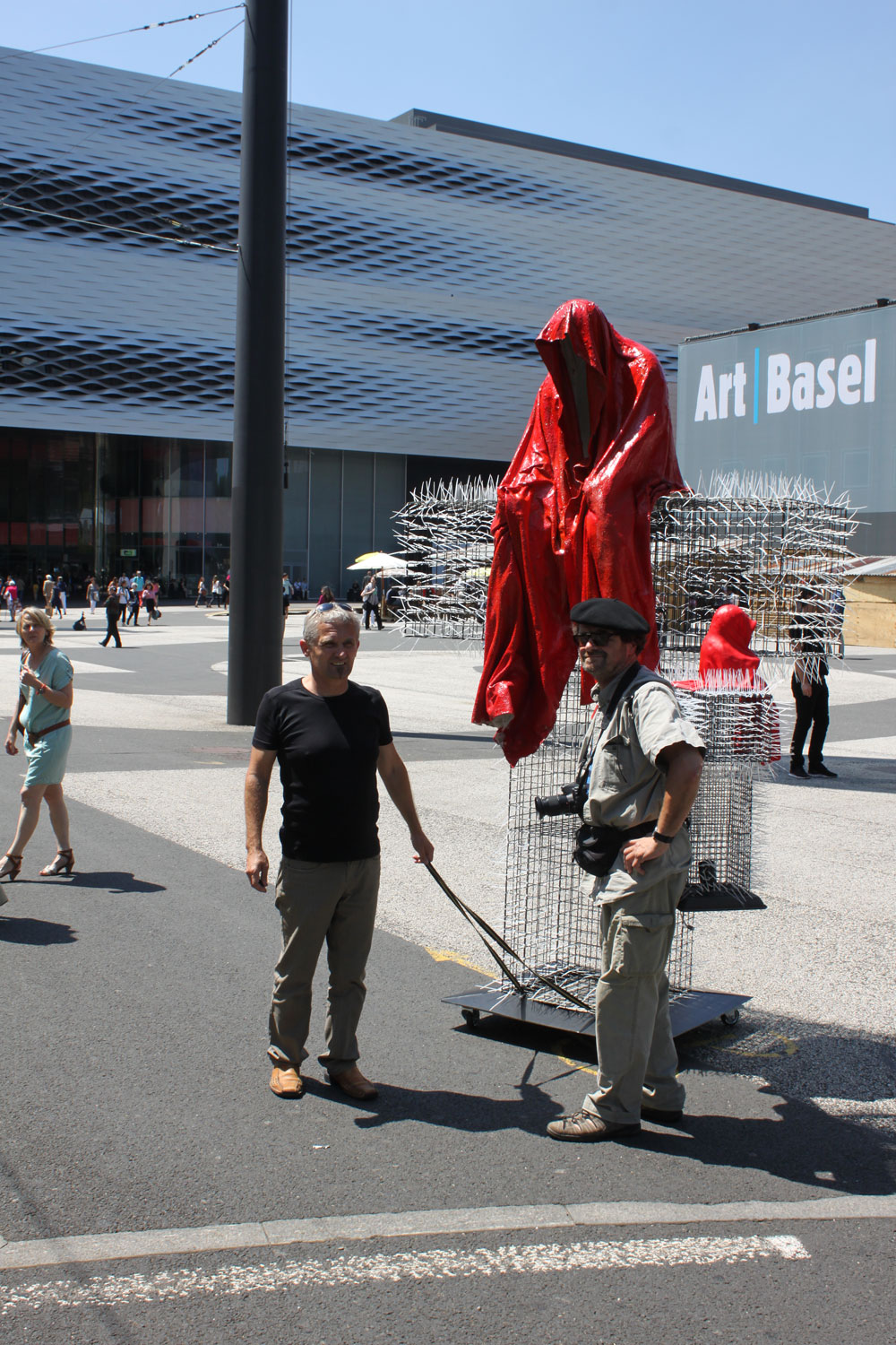 T-Guardian-scope-show-art-basel-fair-contemporary-art-sculpture-cross-manfred-kielnhofer-christoph-luckeneder-3837