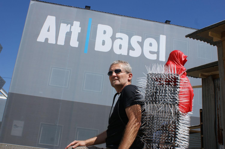 T-Guardian-scope-show-art-basel-fair-contemporary-art-sculpture-cross-manfred-kielnhofer-christoph-luckeneder-968