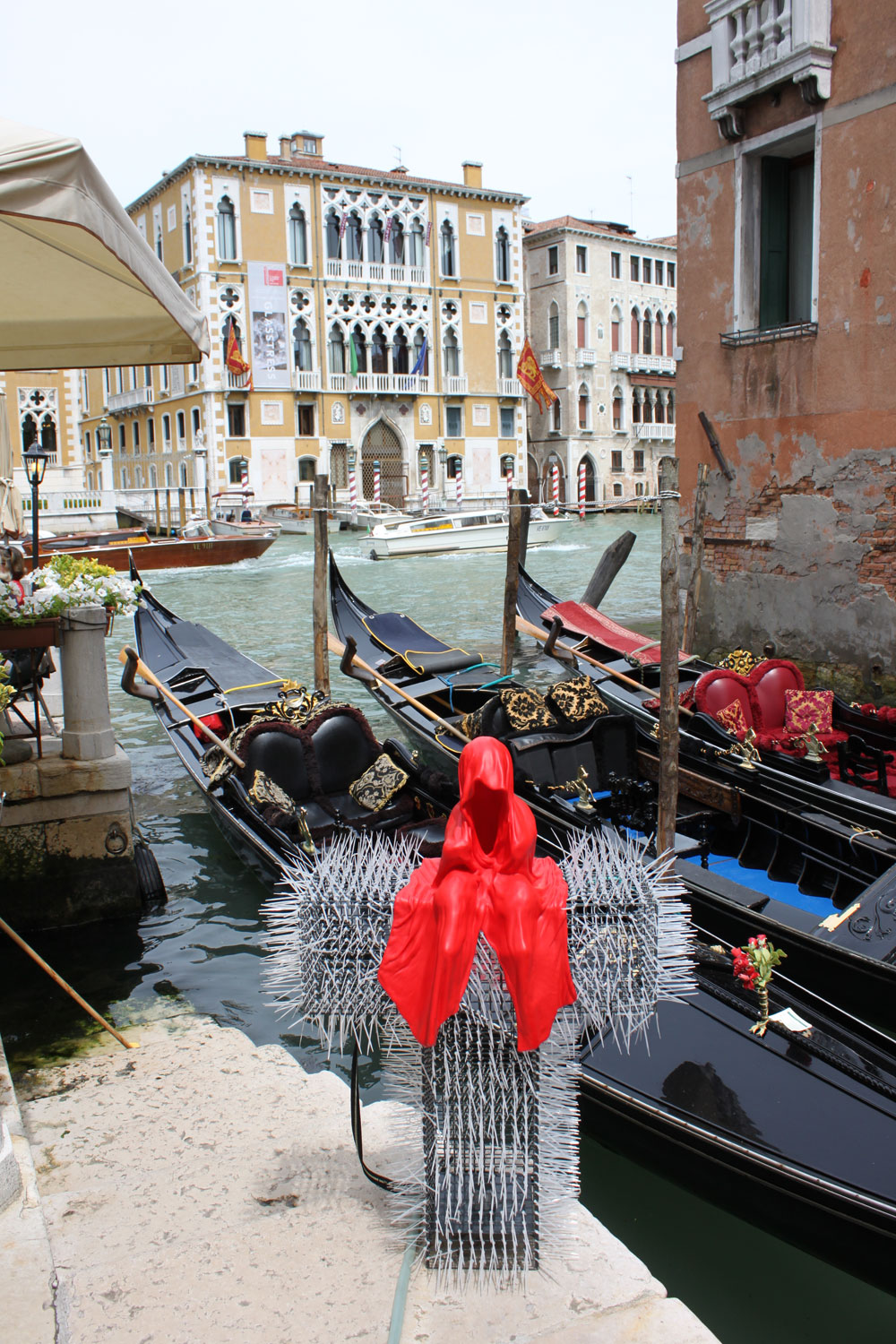 public-show-art-biennial-venice-italy-christoph-luckeneder-manfred-kielnhofer-t-guardian-sculpture-art-arts-arte-3009