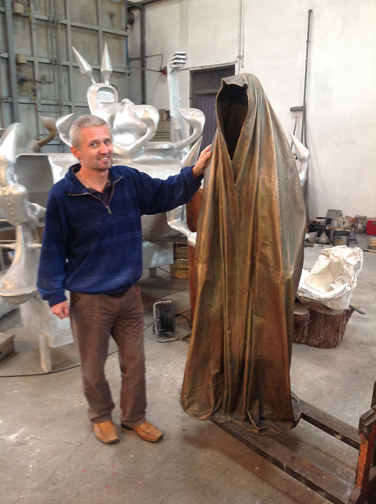 The-world-best-Art-Foundry-Krismer-Kunst-und-Bronze-Giesserei-Guss-Guardians-of-Time-by-Manfred-Kielnhofer-contemporary-art-sculpture-statue