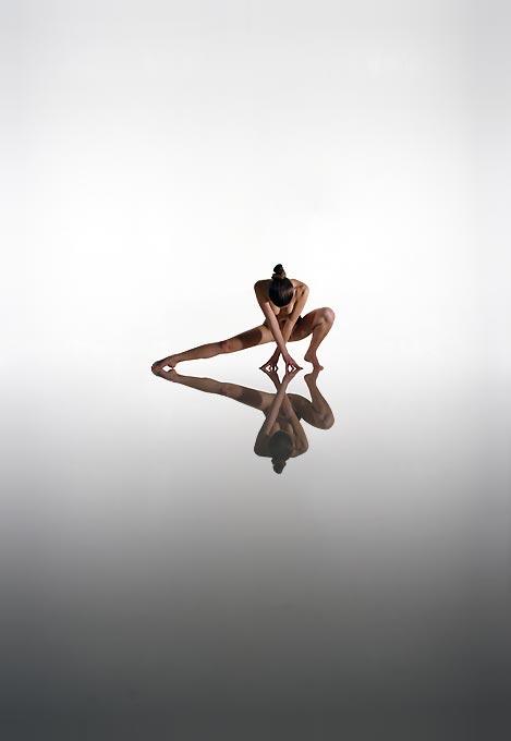 modern contemporary body art sculpture by Manfred Kielnhofer Kili water reflection nude art photoraphy