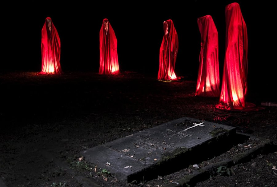 report vor ort unna waechter des friedhofs guardians of time manfred kielnhofer world of lights germany sculpture art light art