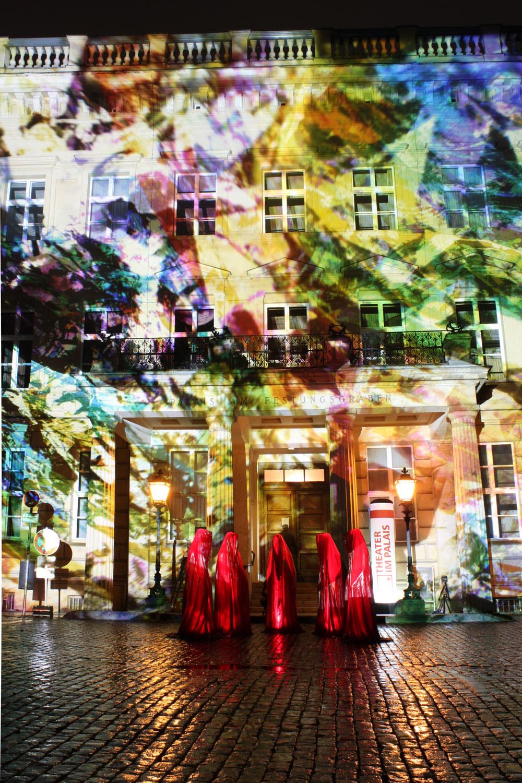 Palais-am-Festungsgraben-festival-of-lights-berlin-light-art-sculpture-guardians-of-time-kielnhofer-kili-6893