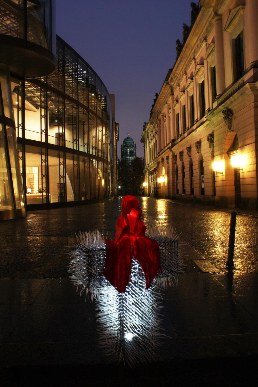 festival-of-light-berlin-german-historic-museum-guardians-of-time-kielnhofer-contemporary-light-art-sculpture-6889