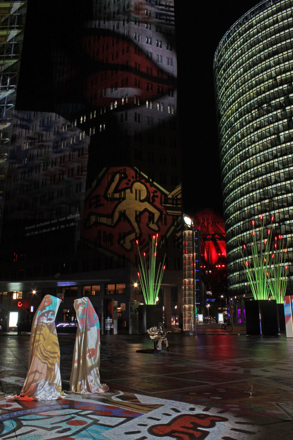 festival-of-lights-potzdamer-platz-berlin-germany-guardians-of-time-manfred-kielnhofer-waechter-der-zeit-contemporary-light-art-sculpture-8120
