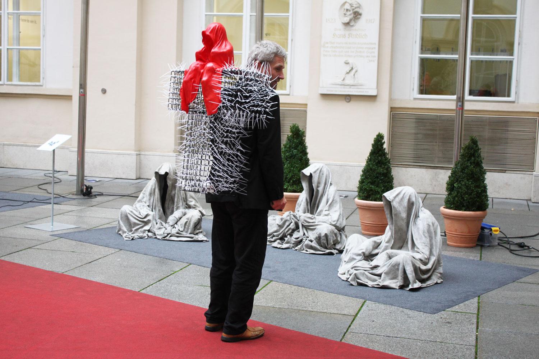 contemporary-art-antiques-fair-T-guardians-christoph-luckeneder-manfred-kielnhofer-kunst-und-handel-graz-vienna-art-arts-arte-9080