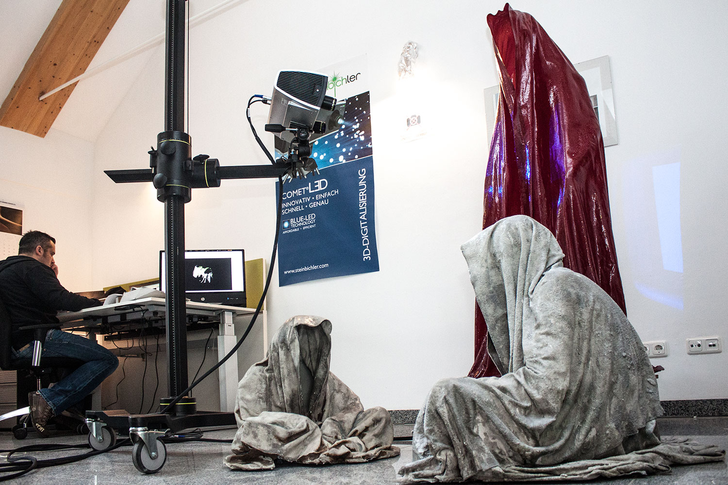 3d-printing-prints-scan-digital-form-shape-sculpture-statue-haratech-modern-contemporary-art-arts-arte-guardians-of-time-ghost-cloak-shroud-faceless-manfred-kielnhofer-9635