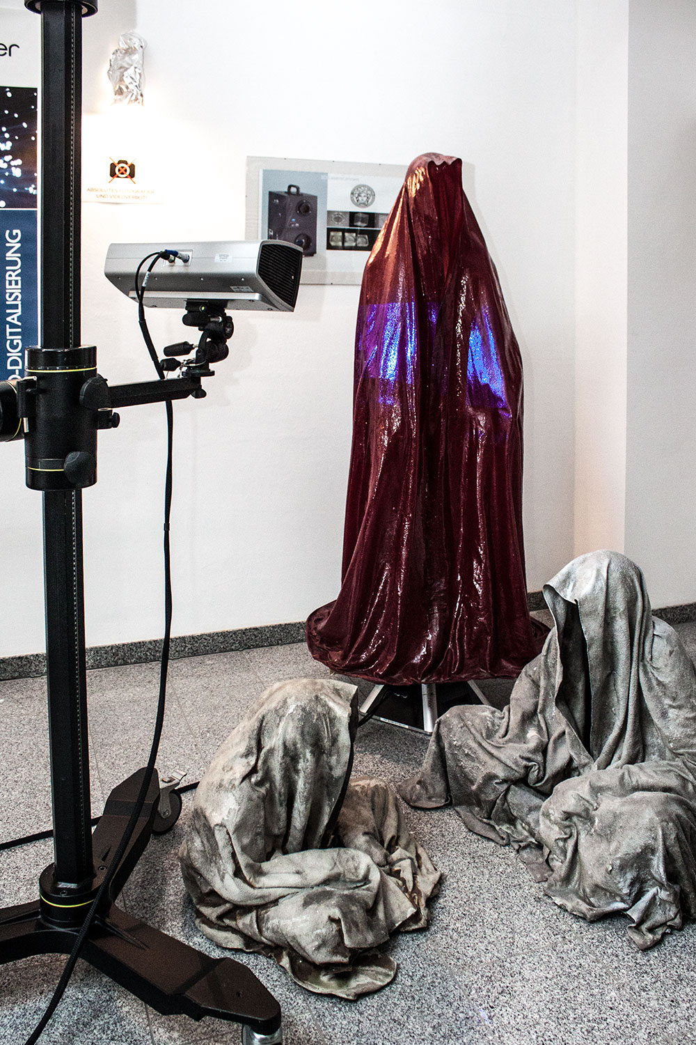 3d-printing-scan-dimensional-digital-form-shape-sculpture-statue-haratech-modern-contemporary-art-arts-arte-guardians-of-time-ghost-cloak-shroud-faceless-manfred-kielnhofer-9615