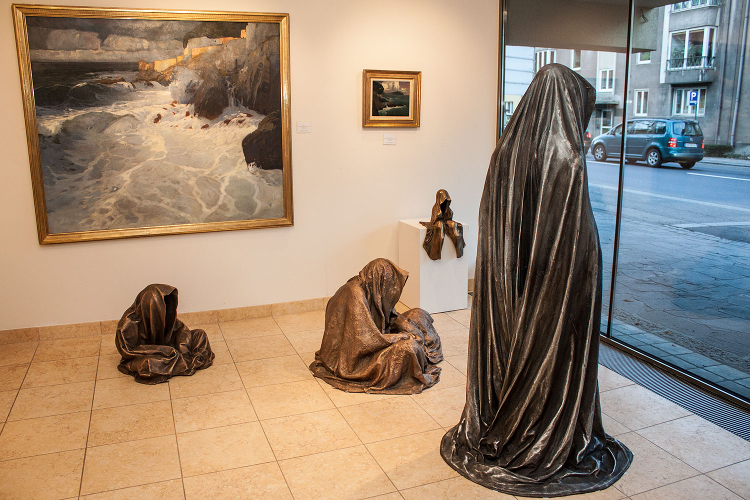 kunsthandel-freller-antik-haus-modern-art-and-antiques-sculpture-gallery-guardians-of-time-manfred-kili-kielnhofer-austria9666