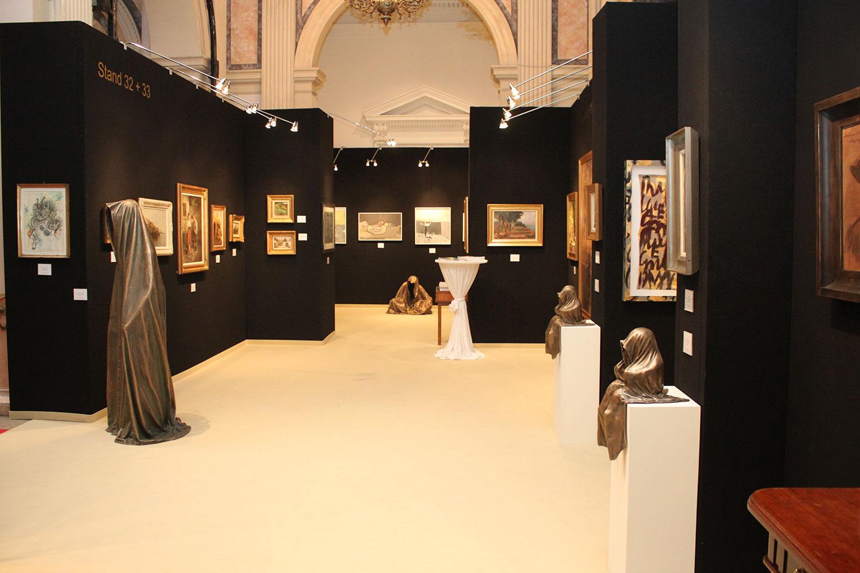 wiener-internationale-kunst-und-antiquitaetenmesse-art-and-antique-fair-vienna-kuenstlerhaus-kunsthandel-freller-sculpture-guardians-kielnhofer-9742y