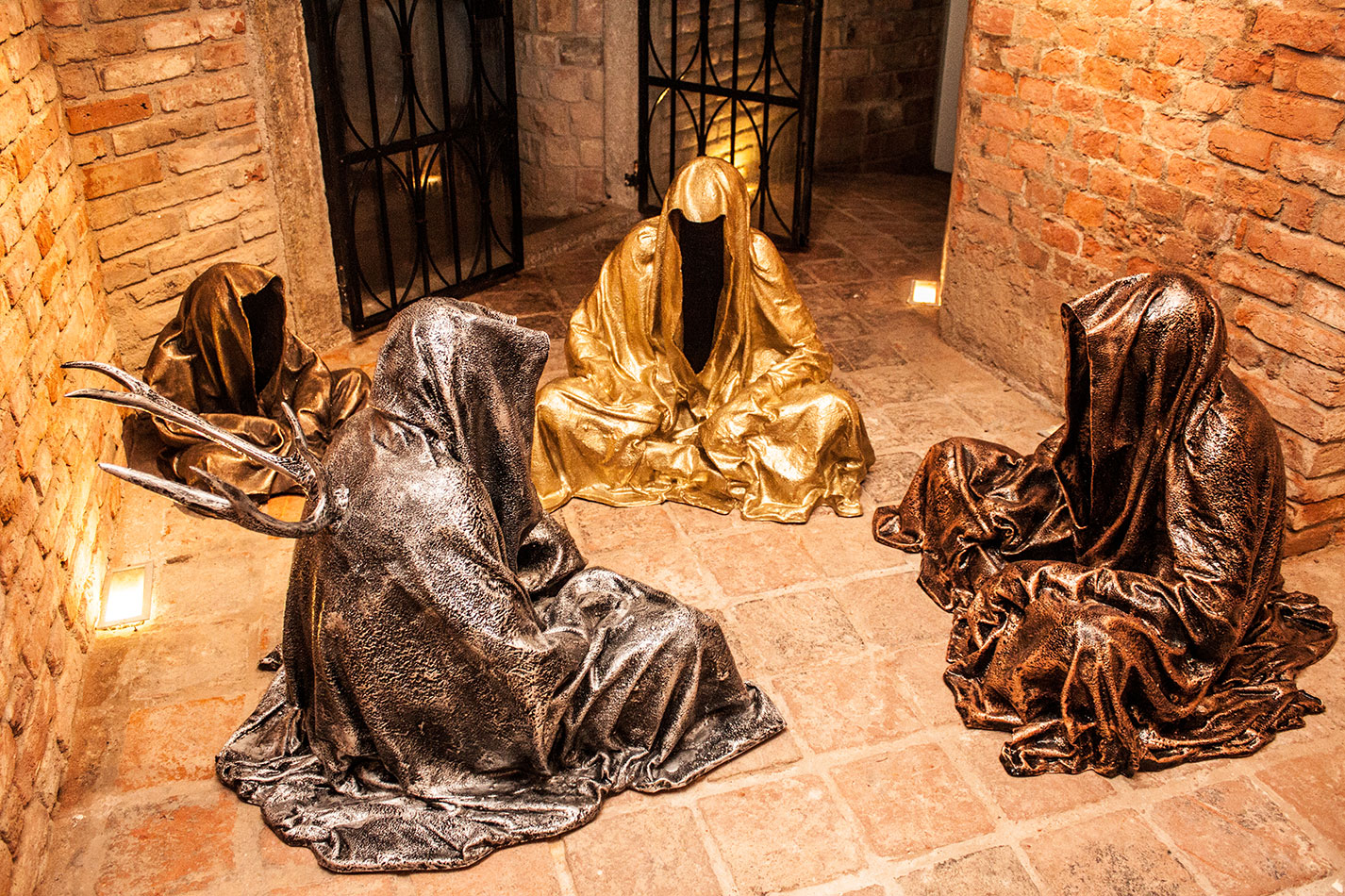 guardians-of-time-sculptor-manfred-kielnhofer-contemporary-modern-fine-arts-antique-sculpture-sttue-art-design-2529
