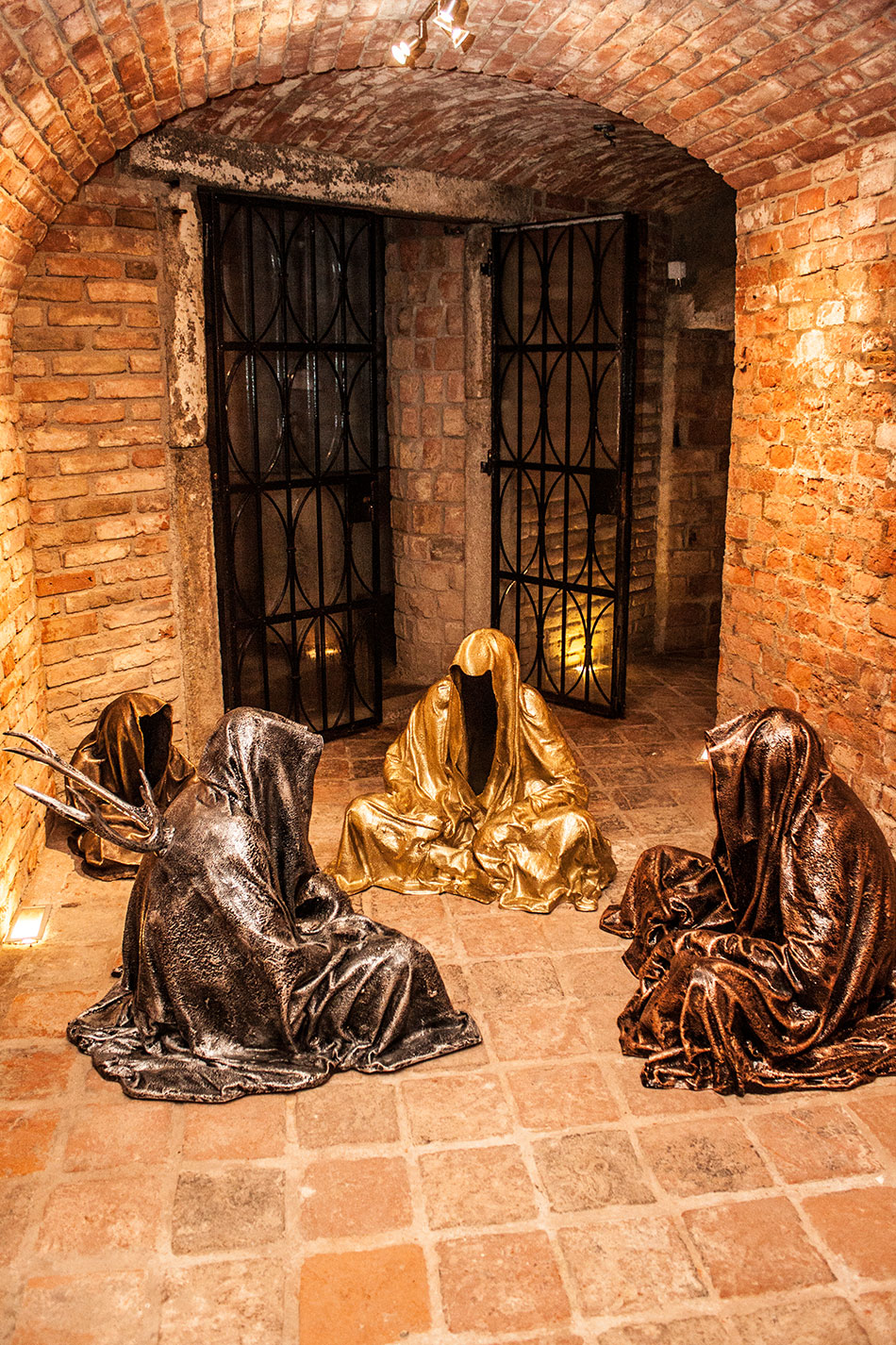 guardians-of-time-sculptor-manfred-kielnhofer-contemporary-modern-fine-arts-antique-sculpture-sttue-art-design-2534