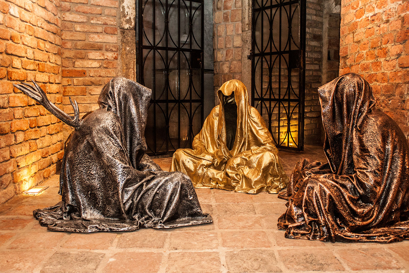guardians-of-time-sculptor-manfred-kielnhofer-contemporary-modern-fine-arts-antique-sculpture-sttue-art-design-2542