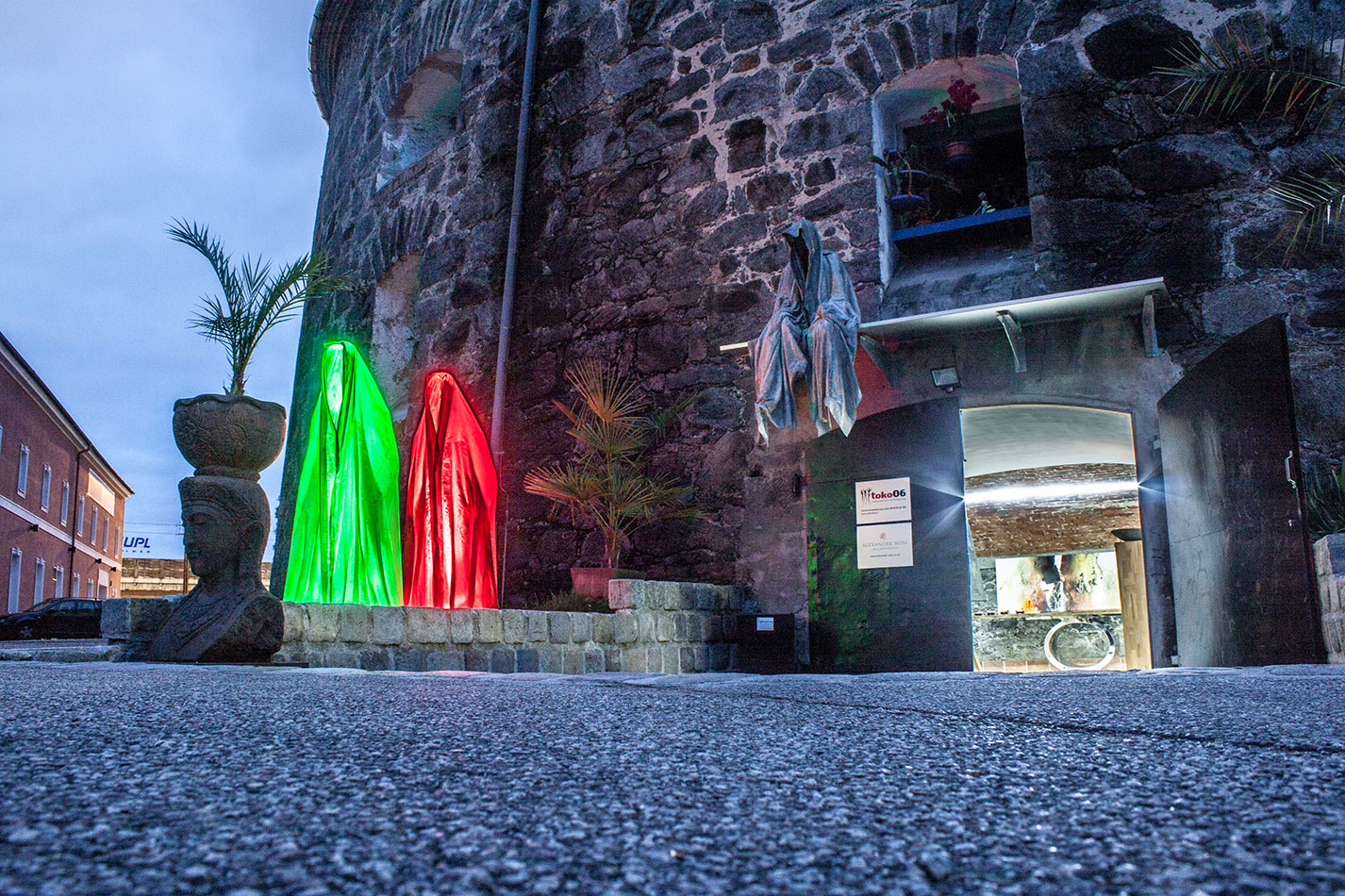 mobile-galerie-gall-toko06-linz-25er-turm-guardians-of-time-manfred-kielnhofer-contemporary-fine-art-design-sculpture-2646