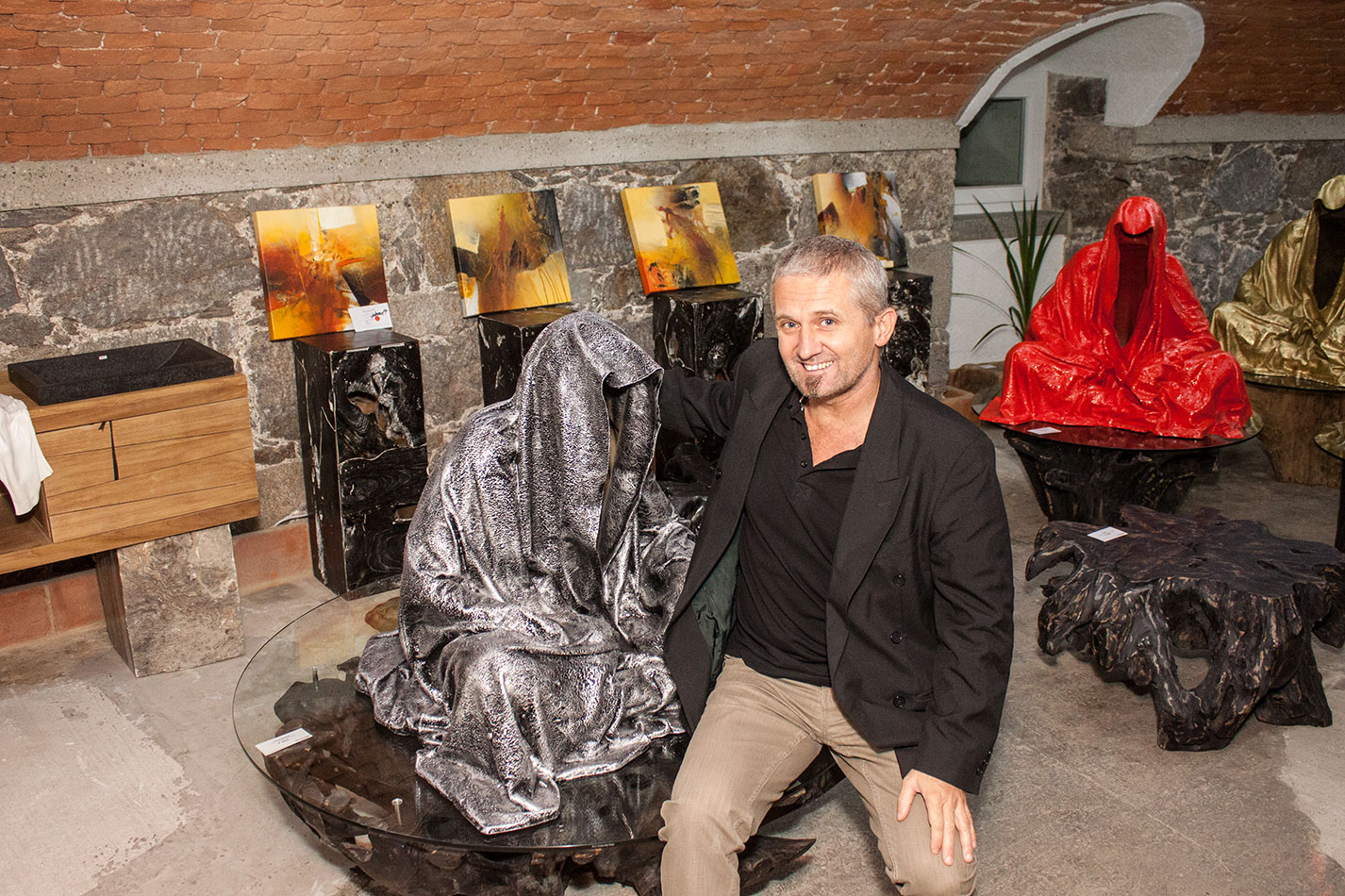 mobile-galerie-gall-toko06-linz-25er-turm-guardians-of-time-manfred-kielnhofer-contemporary-fine-art-design-sculpture-2673