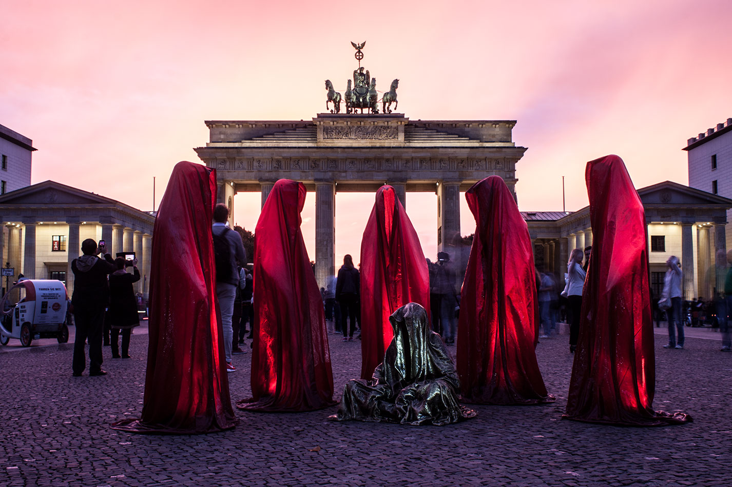 festival-of-lights-berlin-brandenburg-gate-light-art-show-exhibition-lumina-guardians-of-time-manfred-kili-kielnhofer-contemporary-arts-design-sculpture-3244