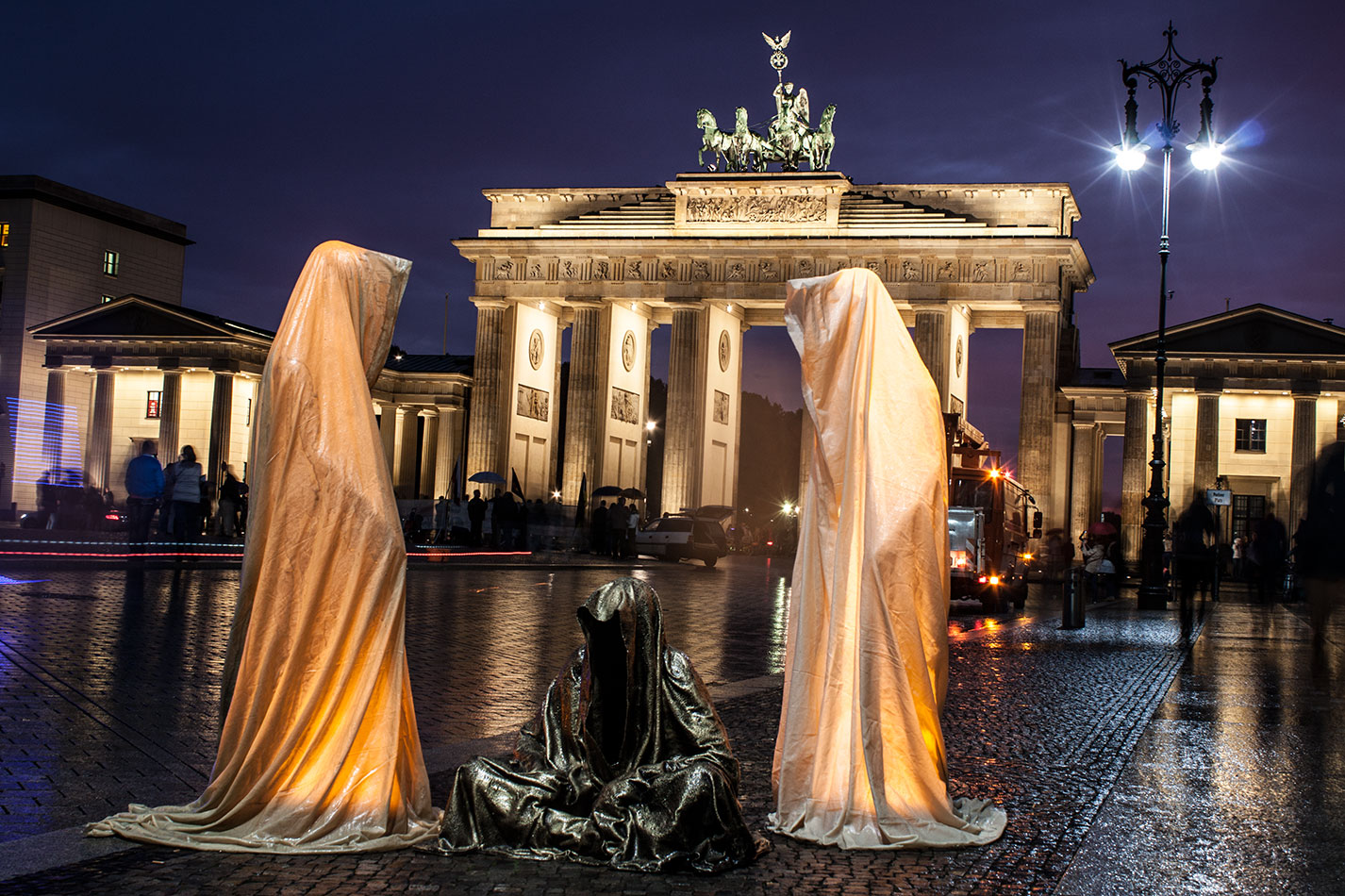 festival-of-lights-berlin-brandenburg-gate-light-art-show-exhibition-lumina-guardians-of-time-manfred-kili-kielnhofer-contemporary-arts-design-sculpture-3262