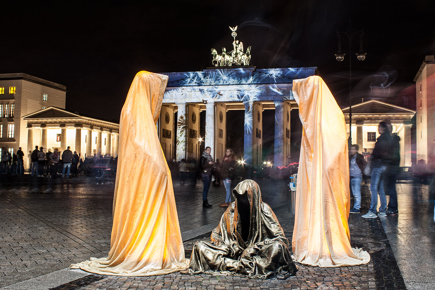 festival-of-lights-berlin-brandenburg-gate-light-art-show-exhibition-lumina-guardians-of-time-manfred-kili-kielnhofer-contemporary-arts-design-sculpture-3287