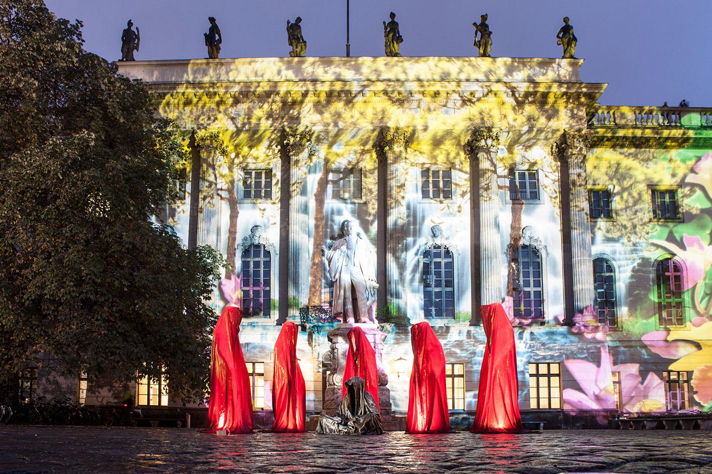 festival-of-lights-berlin-humbold-university-light-art-festival-contemporary-fine-art-design-show-guardiansof-time-manfred-kili-kielnhofer-sculpture-3558