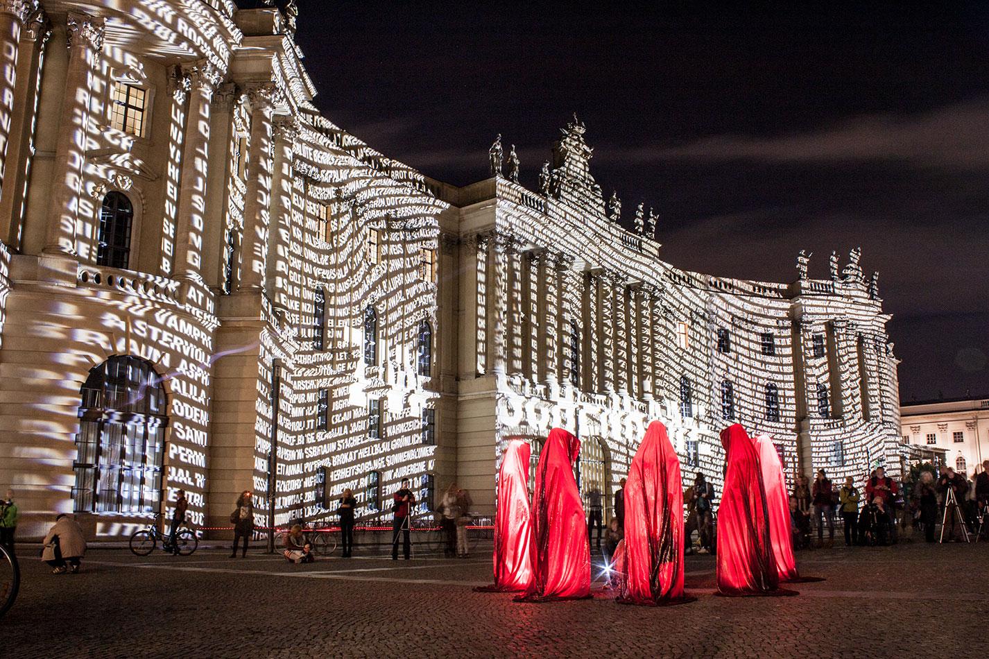 festival-of-lights-berlin-humboldt-university-light-art-show-exhibition-lumina-guardians-of-time-manfred-kili-kielnhofer-contemporary-arts-design-sculpture-3426
