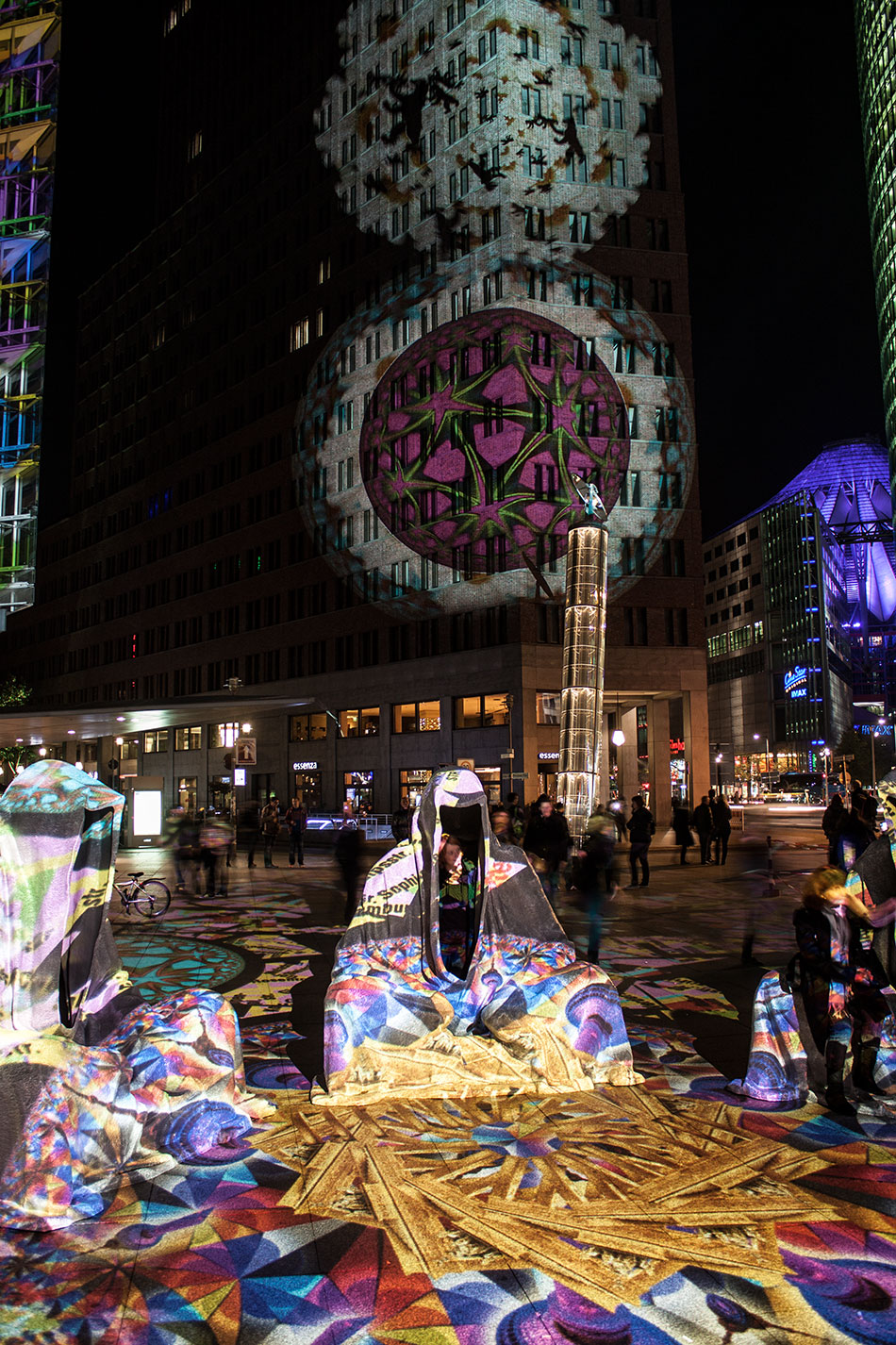 festival-of-lights-berlin-potzdamer-platz-light-art-show-exhibition-lumina-guardians-of-time-manfred-kili-kielnhofer-contemporary-arts-design-large-scale-monumental-public-sculpture-3663