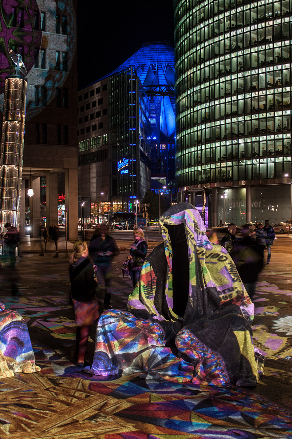 festival-of-lights-berlin-potzdamer-platz-light-art-show-exhibition-lumina-guardians-of-time-manfred-kili-kielnhofer-contemporary-arts-design-large-scale-monumental-public-sculpture-3670