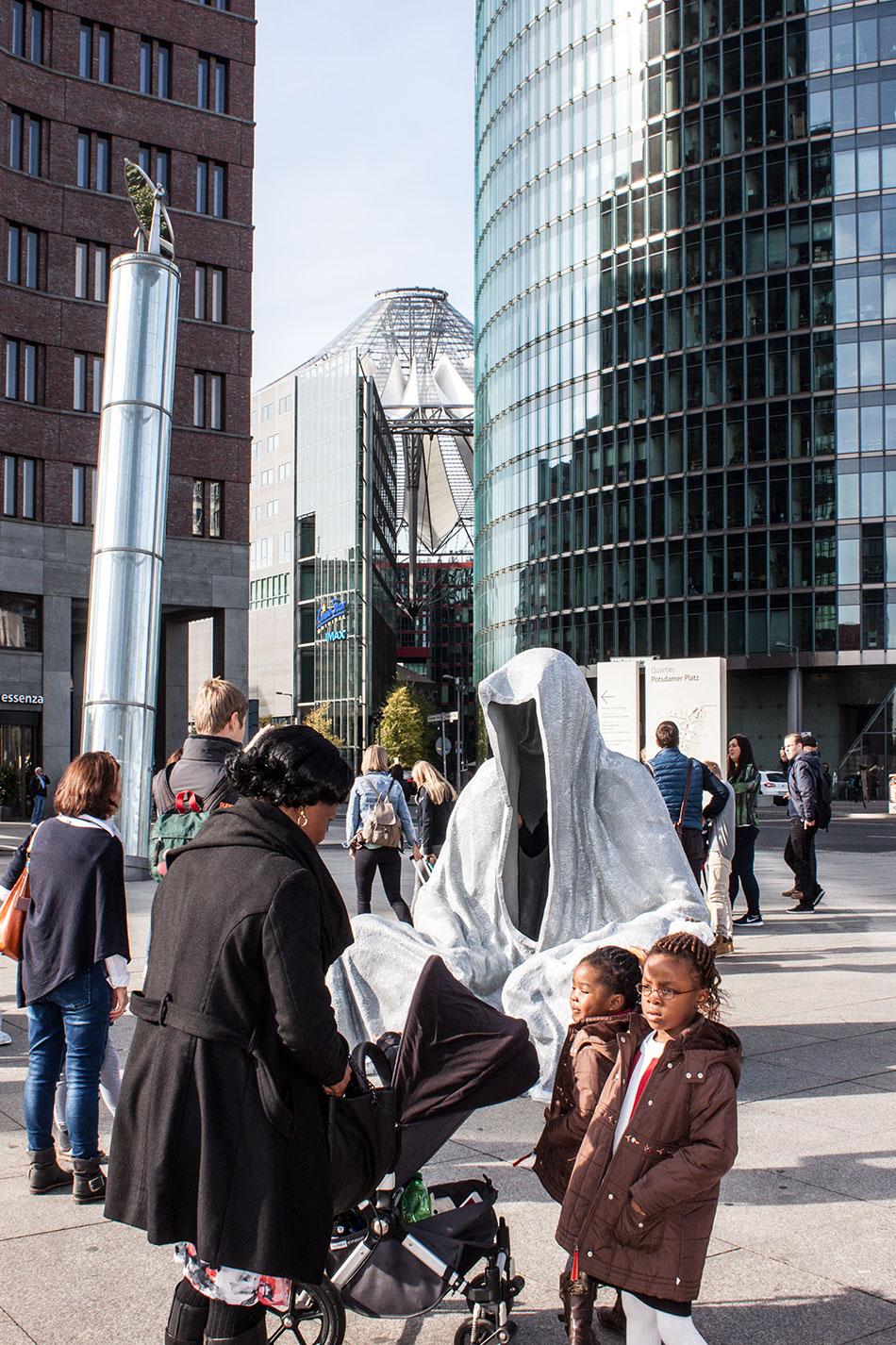 festival-of-lights-berlin-potzdamer-platz-light-art-show-exhibition-lumina-guardians-of-time-manfred-kili-kielnhofer-contemporary-arts-design-sculpture-3090 - Kopie