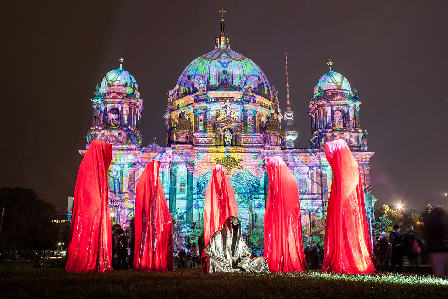 festival-of-lights-old-museum-cathedral-berlin-light-art-show-exhibition-lumina-guardians-of-time-manfred-kili-kielnhofer-contemporary-arts-design-sculpture-3054