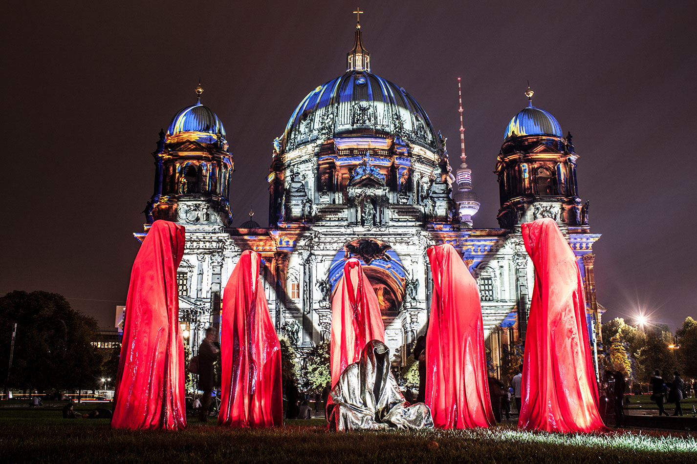 festival-of-lights-old-museum-cathedral-berlin-light-art-show-exhibition-lumina-guardians-of-time-manfred-kili-kielnhofer-contemporary-arts-design-sculpture-3060
