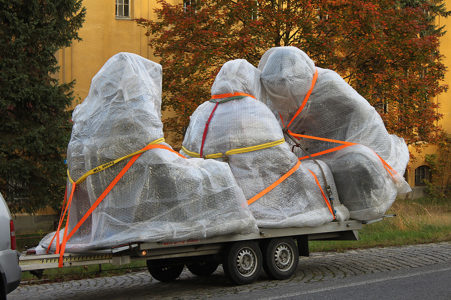 large scale sculpture monumental statue 3d format guardians of time on tour by Manfred Kili Kielnhofer plastic arts contemporary art design antique 2730oo