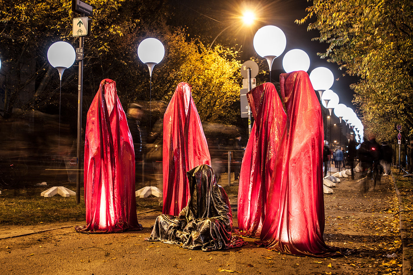 25-jears-wallfall-berlin-germany-contemporary-fine-art-show-arts-design-guardians-of-time-manfred-kili-kielnhofer-4351