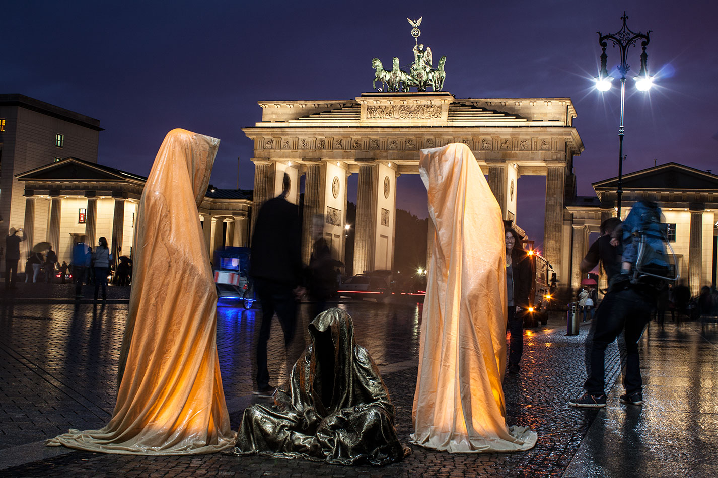 festival-of-lights-berlin-brandenburg-gate-light-art-show-exhibition-lumina-guardians-of-time-manfred-kili-kielnhofer-contemporary-arts-design-sculpture-3261