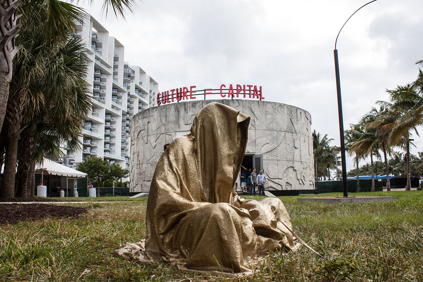 art-basel-miami-beach-fair-usa-florida-bass-museum-guardians-of-time-manfred-kili-kielnhofer-contemporary-fine-art-modern-arts-design-antiques-sculpture-6243