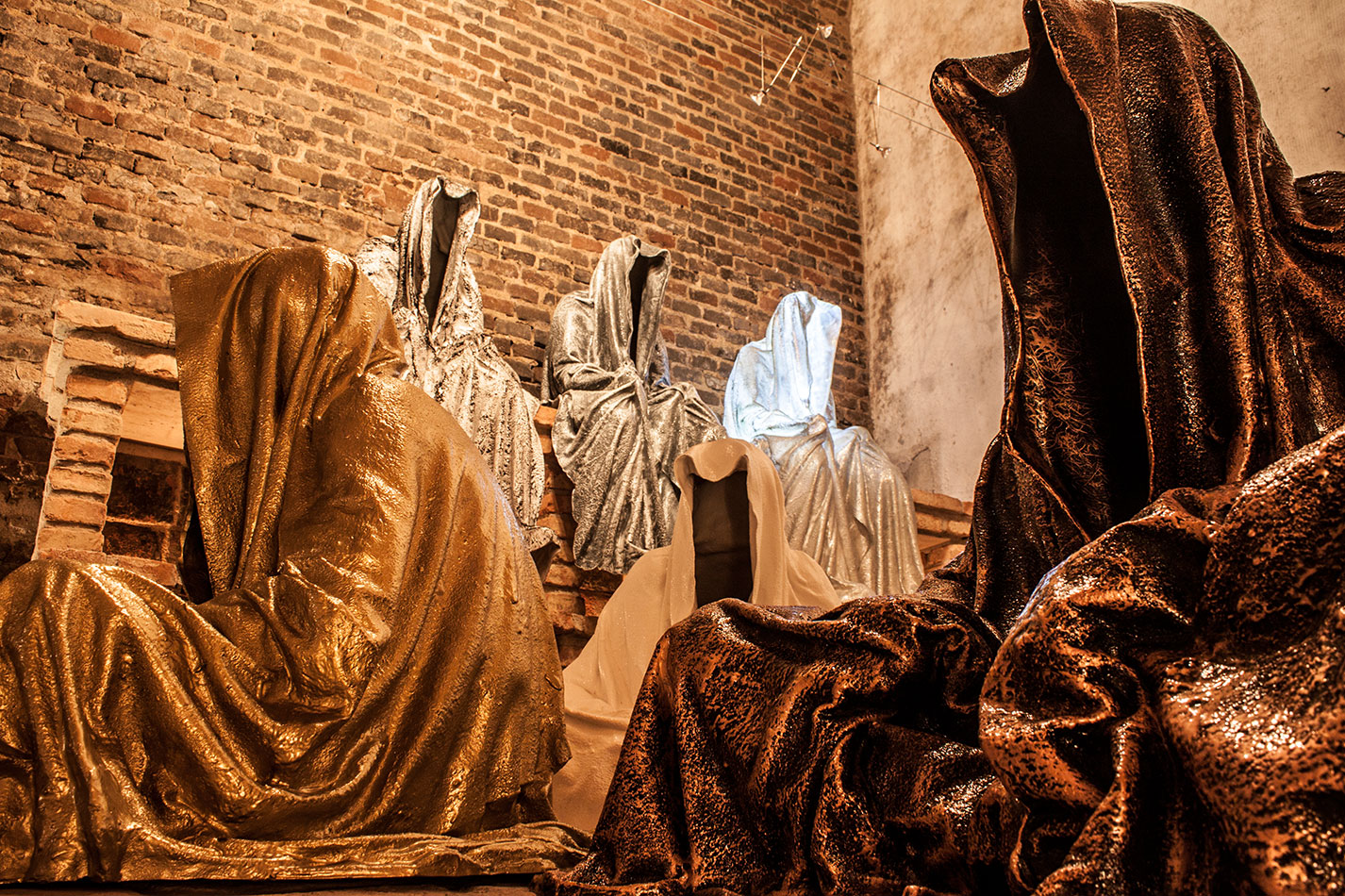 wine-cellar-galerie-artdealer--freller-guardians-of-time-manfred-kili-kielnhofer-contemporary-art-arts-light-design-sculpture-antique-show-statue-7907