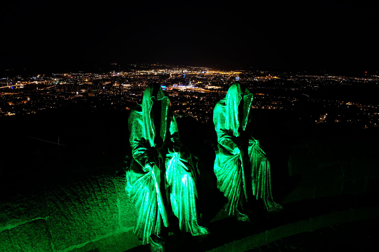 linz-austria-contemporary-art-arts-arte-design-sculpture-statue-guardians-of-time-manfred-kielnhofer-0375y