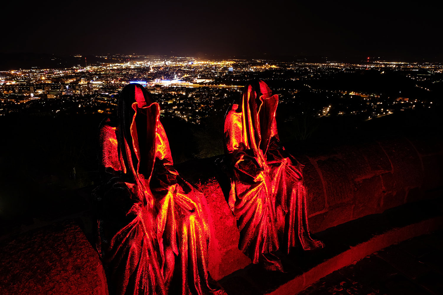 linz-austria-contemporary-art-arts-arte-design-sculpture-statue-guardians-of-time-manfred-kielnhofer-0389y