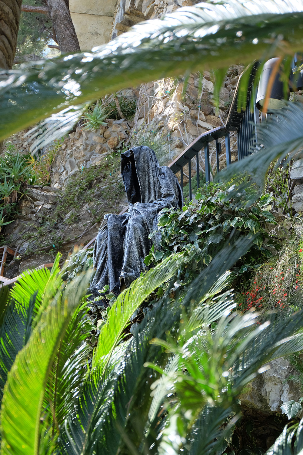guardians-of-time-manfred-kili-kielnhofer-contemporary-fine-art-sculpture-tour-italy-genova-rapallo-portofino-see-cost-2426