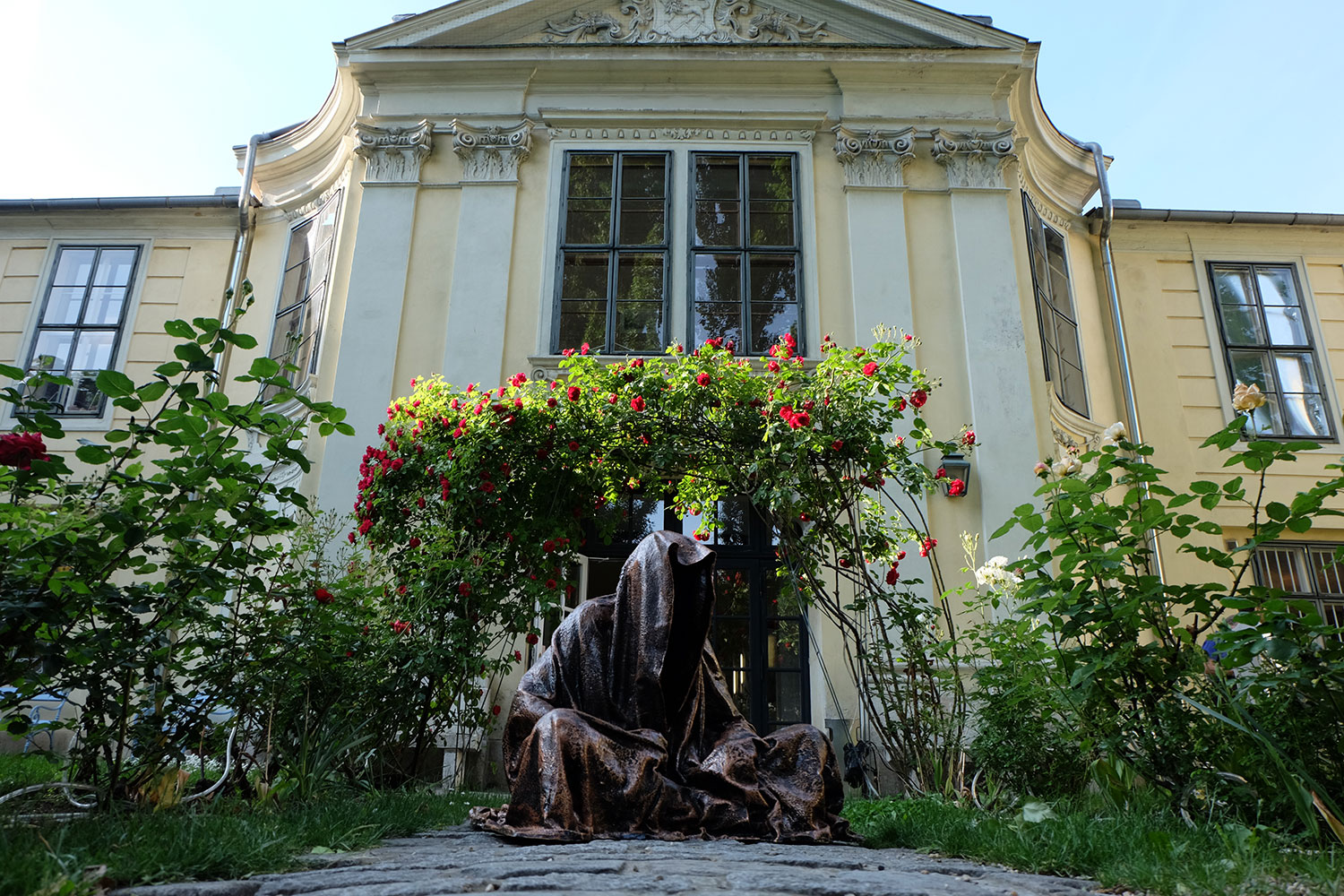 konstante-art-fair-vienna-gartenpaalais-schoenborn-volkskundemuseum-guardians-of-time-manfred-kili-kielnhofer-contemporary-art-arts-design-sculpture-statue-3231