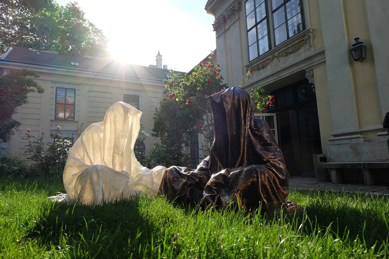 konstante-art-fair-vienna-gartenpaalais-schoenborn-volkskundemuseum-guardians-of-time-manfred-kili-kielnhofer-contemporary-art-arts-design-sculpture-statue-3257