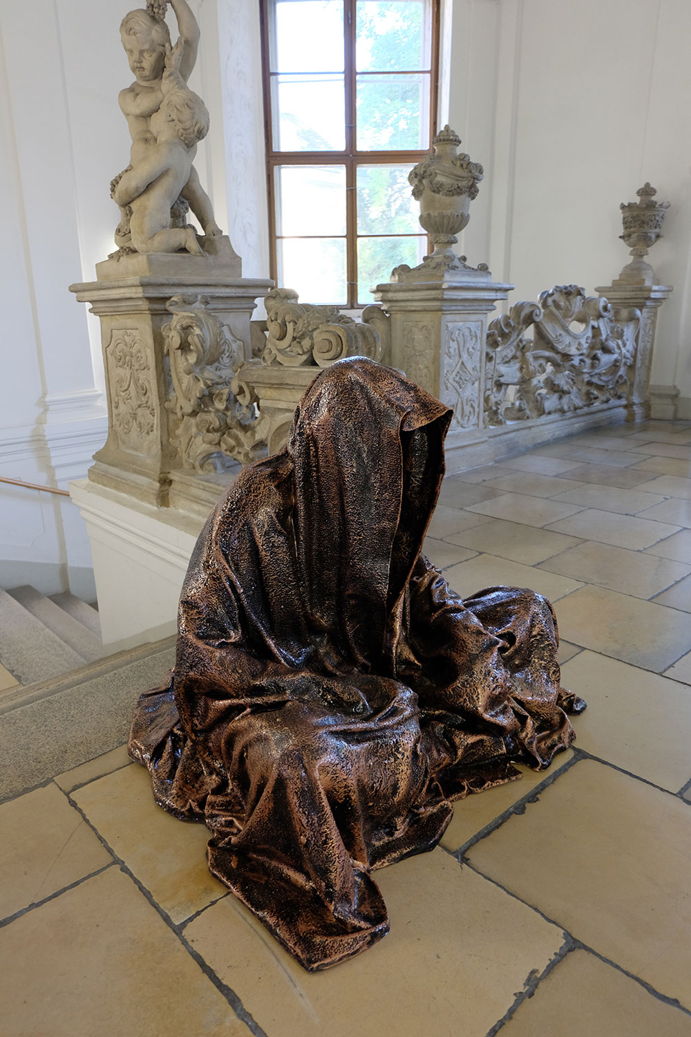 konstante-art-fair-vienna-gartenpaalais-schoenborn-volkskundemuseum-guardians-of-time-manfred-kili-kielnhofer-contemporary-art-arts-design-sculpture-statue-3272