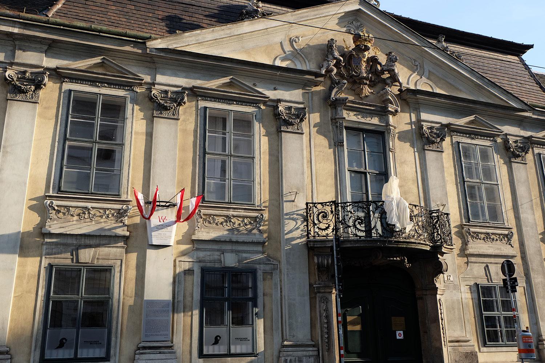 konstante-art-fair-vienna-gartenpaalais-schoenborn-volkskundemuseum-guardians-of-time-manfred-kili-kielnhofer-contemporary-art-arts-design-sculpture-statue-3274