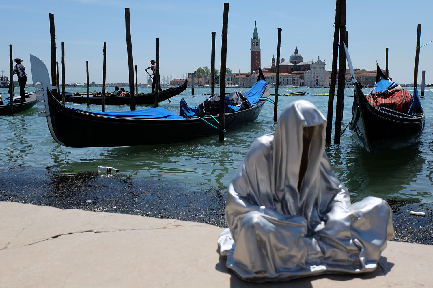 venice-biennale-venezia-biennial-guardians-of-time-manfred-kili-kielnhofer-contemporary-art-sculpture-arts-arte-design-statue-show-1997