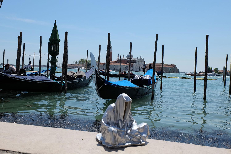 venice-biennale-venezia-biennial-guardians-of-time-manfred-kili-kielnhofer-contemporary-art-sculpture-arts-arte-design-statue-show-2003