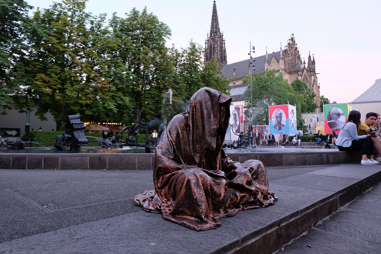 artbasel-swiss-scope-art-guardians-of-time-manfred-kili-kielnhofer-large-scale-contemporary-art-design-sculpture-statue-arts-arte-4757