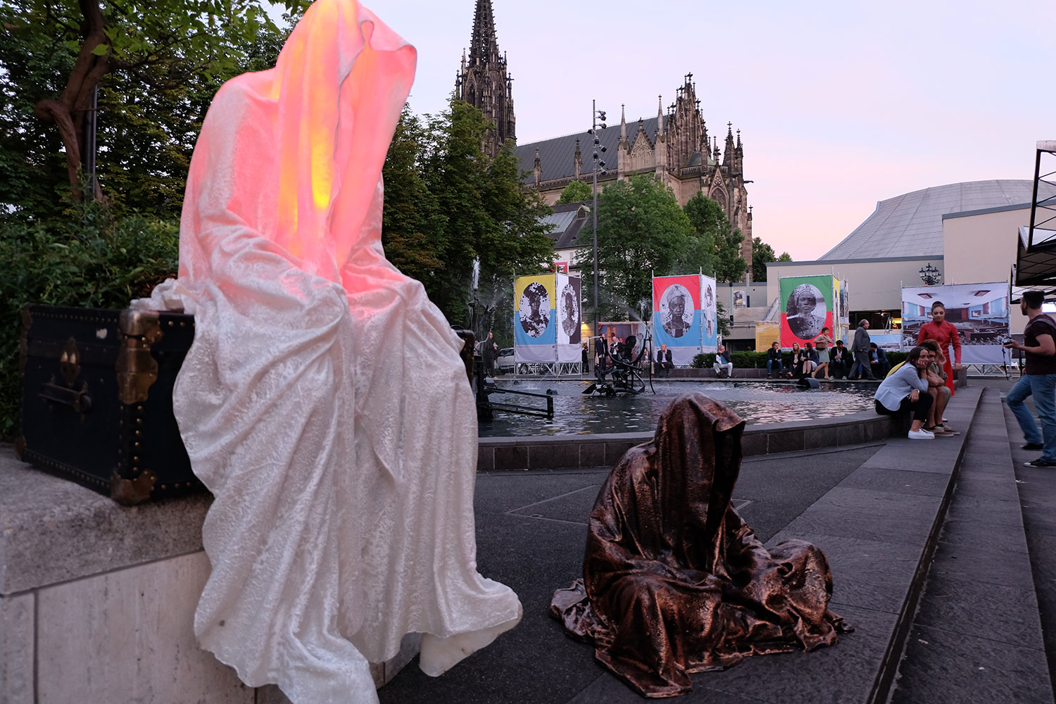 artbasel-swiss-scope-art-guardians-of-time-manfred-kili-kielnhofer-large-scale-contemporary-art-design-sculpture-statue-arts-arte-4761