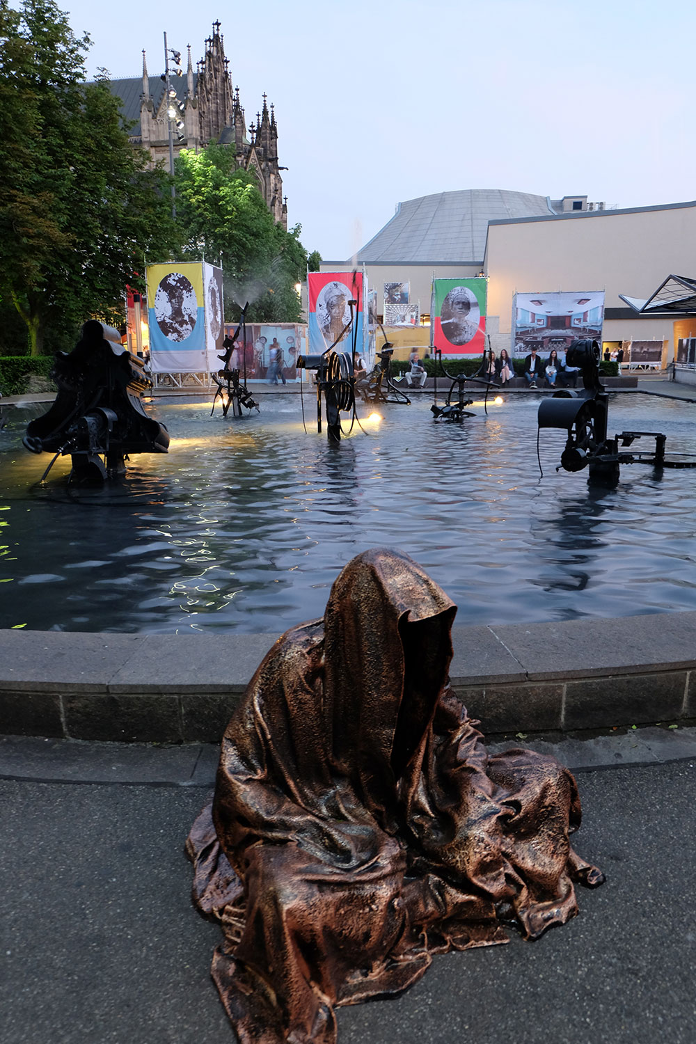 artbasel-swiss-scope-art-guardians-of-time-manfred-kili-kielnhofer-large-scale-contemporary-art-design-sculpture-statue-arts-arte-4784
